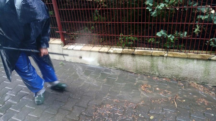 czyszczenie gorącowodne elewacji ogrodzenia
