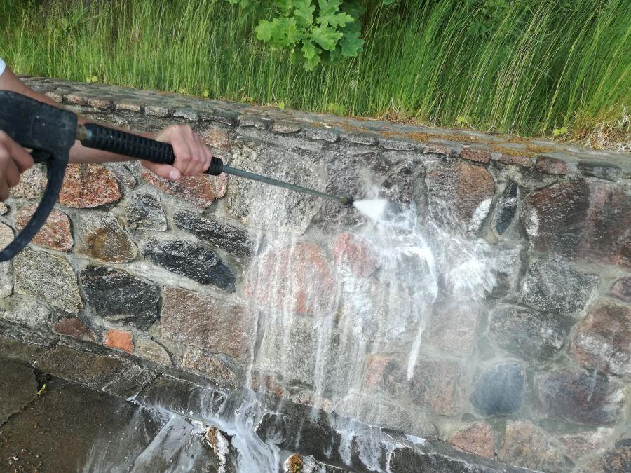 czyszczenie elewacji muru
