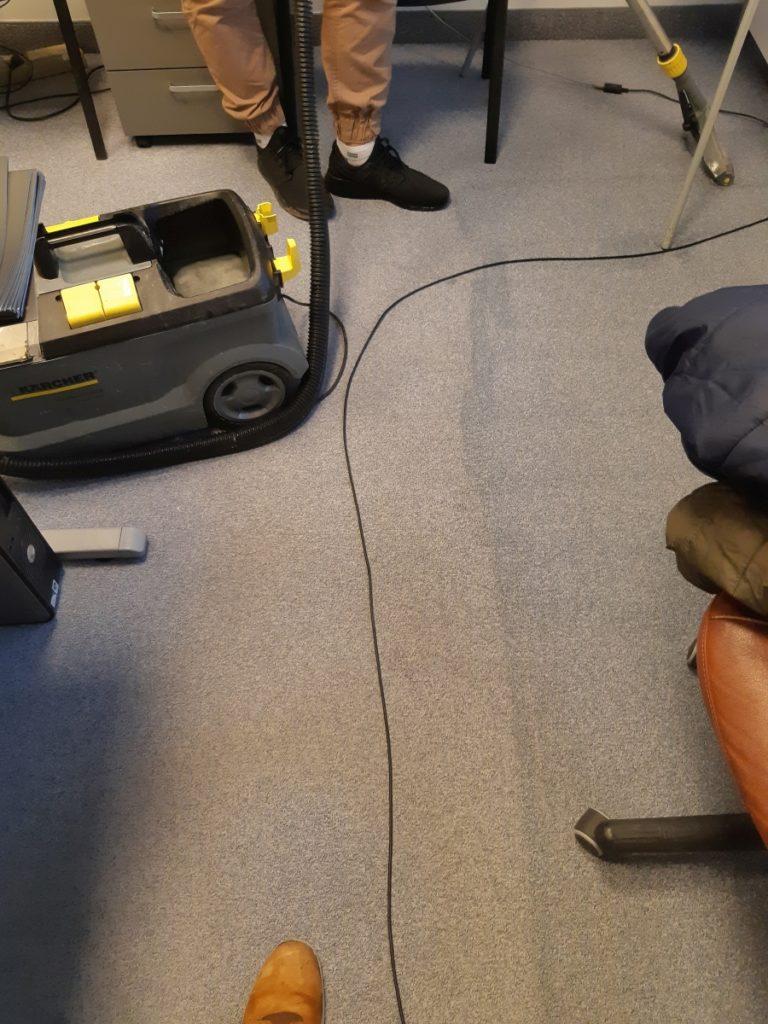 Czyszczenie wykładziny biurowej
